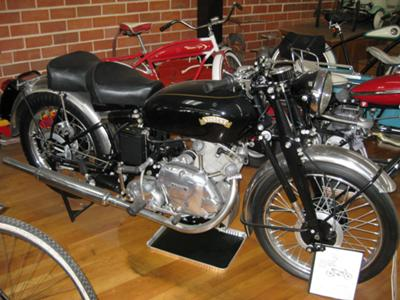 FULLY RESTORED VINTAGE BLACK AND SILVER 1950 VINCENT COMET