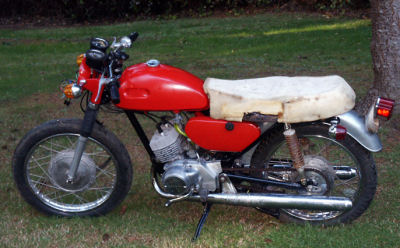 Red and White 200cc 2 Stroke 1971 Yamaha CS3