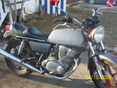 The 1976  XS 500 YAMAHA  has  got new tires, paint, filters and is ready to rock.