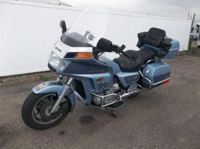 1985 Honda Goldwing Aspencade GL1200I w driver and passenger floorboards, passenger backrest