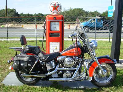 1993 HARLEY DAVIDSON HERITAGE SOFTAIL FLSTC with a retro orange and black paint color scheme