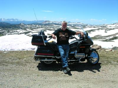 1997 HONDA GOLDWING SE 1500 w DARK MIDNIGHT BLUE PAINT (LOOKS BLACK EXCEPT IN BRIGHT SUNLIGHT) WITH LIGHT BLUE HAND-PAINTED DESIGN