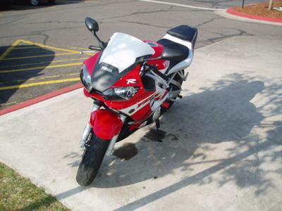 Red 1999 Yamaha R6