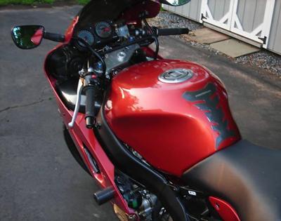 2001 Kawasaki Ninja ZX6R gas tank and handlebars