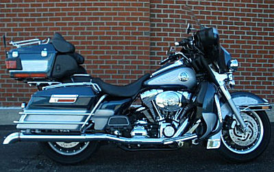 2002 Harley Davidson FLHTCUI Electra Glide Ultra Classic in Luxury Blue and Diamond Ice Paint