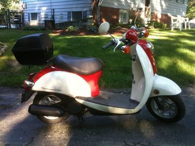 2002 Honda Metropolitan Motor Scooter with top rack and carrier