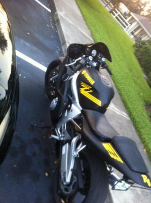 2002 Yamaha R6 motorcycle