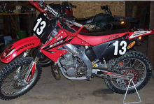 red 2003 honda cr250r cr 250r