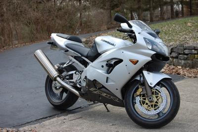 2003 Kawasaki ZX9R (this photo is for example only; please contact seller for pics of the actual motorcycle for sale in this classified)