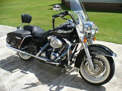 2003 Harley Davidson Road King Classic (not the one for sale in the ad)