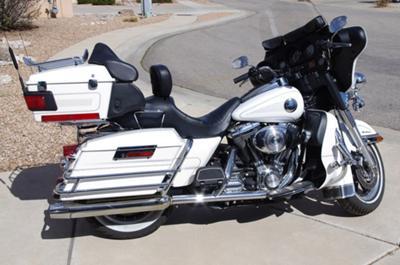 Glacier Pearl White 2004 Harley Davidson Electra Glide Ultra Classic FLHTCUI