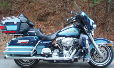 2005 Harley Davidson FLHTCU Ultra Classic Electra Glide w Two-Tone Dark Blue and Light Blue paint color