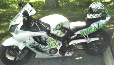 2005 HONDA CBR 600 F4 Green Lantern Bike with Custom Graphics and Motorcycle Helmet