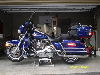 Cobalt Blue 2006 Harley Davidson Electra Glide Ultra Classic Lookin Good!