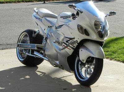 White 2006 Suzuki Hayabusa with mods