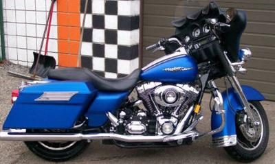2007 Harley Davidson Street Glide with Pacific blue denim paint color option and a true dual exhaust system