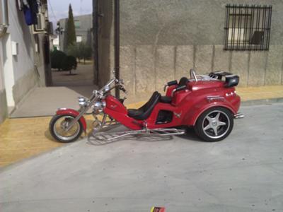 2007 Vendo Rewaco RF1 Trike 1.6 cc, 115cv. doble escape, doble pinza de freno trasero, enganche de remolque 450kg, parrillas cromadas, radio con dos altavoces, 4 focos, portaequipajes cromado encima de maletero, apoyabrazos trasero