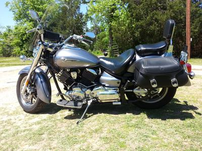 2007 Yamaha V Star 1100 has the metallic gray paint color option
