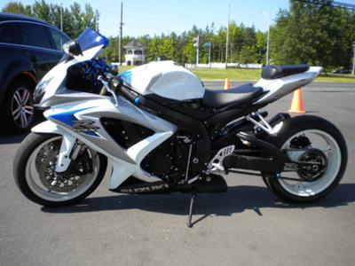 White and Black 2008 Suzuki GSXR 600 with extended front end and Aftermarket Accessories