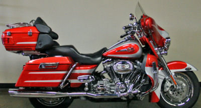 2008 Harley Davidson Ultra Classic Electra Glide with Canyon Copper and Starlight Silver Two Tone Paint Color