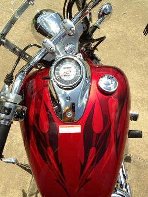 Red 2008 Yamaha V Star Custom 650 fuel tank