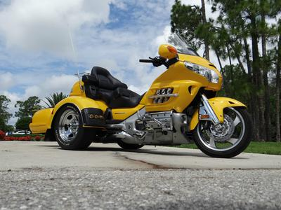 Yellow 2009 Honda Goldwing 1800 Trike Motorcycle with Three Wheels