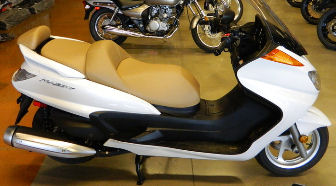 2010 Yamaha Majesty 400 (this photo is for example only; please contact seller for pics of the actual motor scooter for sale in this classified)