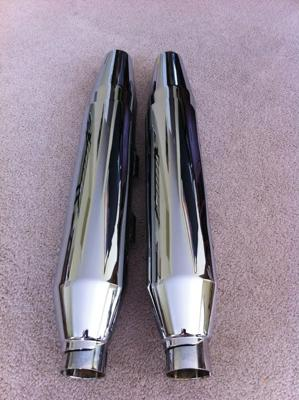 LIKE NEW OEM STOCK 2010 HARLEY DAVIDSON MUFFLERS