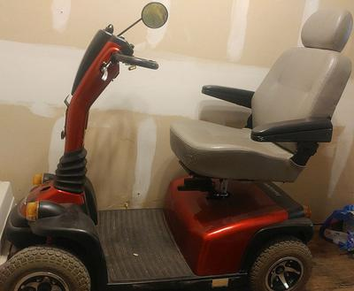 Heavy Duty Pride Hurricane 4 Wheel Electric Mobility Scooter for sale by owner in TX Texas