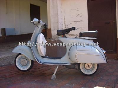 Vintage 1959 Vespa Scooter vnb1t year 3 speed, 125 cc. fully restored