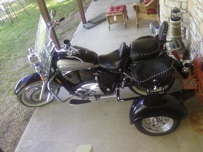 1998 Honda Shadow Aero 1100 for Sale tow-pak kit on it so that you can convert it to a three wheel motorcycle and ride it as a trike