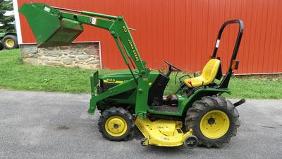 1999 John Deere 4x4 4100 Compact Diesel Tractor w Loader and Mower