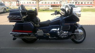 2000 HONDA GOLDWING 1500 SE (this photo is for example only; please contact seller for pics of the actual motorcycle for sale in this classified)