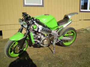 Custom 2001 Kawasaki Ninja ZX-6 Streetfighter w vortex sprockets, full muzzy exhaust, and neon green LED lights