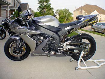 2004 Yamaha : YZF R BLACK SILVER EXTERIOR