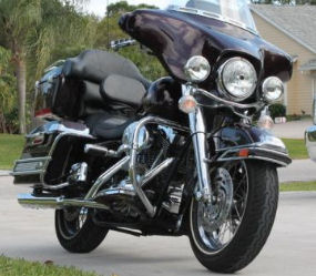 Black 2005 ELECTRA GLIDE CLASSIC FLHTCI w Stage One and Aftermarket Exhaust Pipes