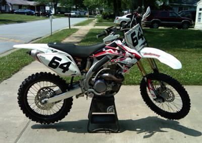 rED AND WHITE 2006 Honda CRF 450R Dirt Bike