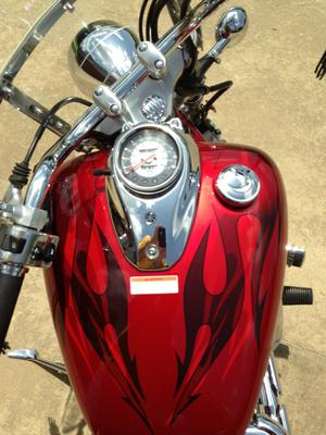 Red 2008 Yamaha V Star Custom 650 fuel tank