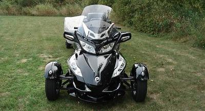 how to change the battery in a 2010 canam spyder