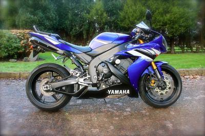 Blue Yamaha YZF-R1 R1