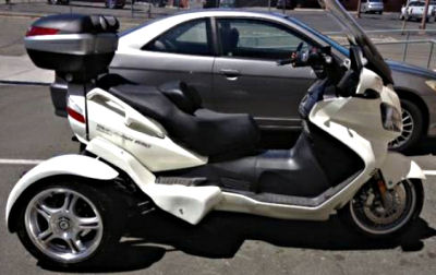 White 2012 SUZUKI BURGMAN 650 EXECUTIVE SCOOTER with a DANSON TRIKE CONVERSION KIT
