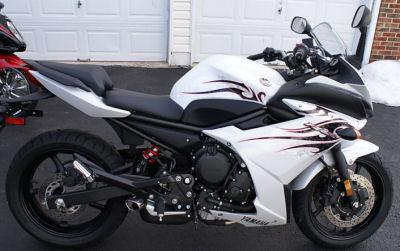 Yamaha FZ6R white 2009