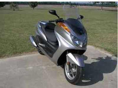 Silver Yamaha scooter  (this photo is for example only; please contact seller for pics of the actual motor scooter for sale in this classified)